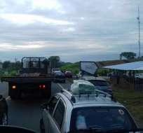 PEDRO CARBO, Ecuador.- La paralización de moradores en este sector ha provocado intenso tráfico. Foto: Henry Dueñas