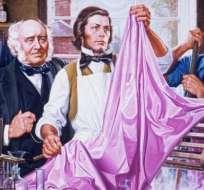 """William Henry Perkin (centro) trabajando en su laboratorio en el colorante sintético que bautizó como """"malveína""""."""