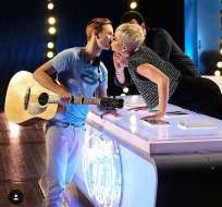 Benjamin Glaze reveló que se sintió incómodo luego del beso con Perry. Foto: Twitter American Idol.