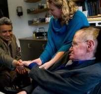 En el tuit se adjunta esta imagen de Moreno estrechando la mano del científico. Foto: Presidencia