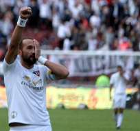 El delantero argentino Hernán Barcos marcó dos goles en la victoria 'alba' sobre el 'Rodillo Rojo'.