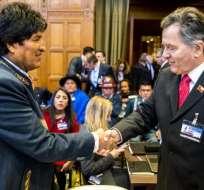 El presidente de Bolivia, Evo Morales, y, Alfonso Silva, viceministro de Relaciones Exteriores de Chile. Foto: AFP
