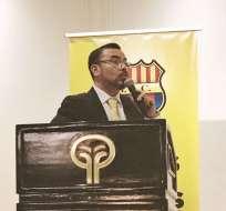 Juan Alfredo Cuentas expuso el informe económico a los socios durante la asamblea.