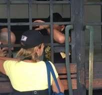 Apenas una reja separa la calle de las celdas donde estaban los reclusos.