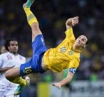 Zlatan Ibrahimovic retó a CR7 para que haga un gol de chilena desde 40 metros.