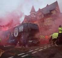 El bus del Manchester City fue agredido a su llegada a Anfield donde jugó con Liverpool.