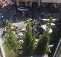 MÛNSTER, Alemania.- Personas corren tras atropellamiento ocurrido en el centro de esta ciudad alemana. Foto: @Pauli_Feger.