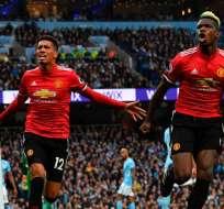 Chris Smalling y Paul Pogba anotaron los goles del United en el triunfo sobre el City.