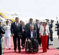 El comité de crisis se reúne en el ECU 011 de Quito con algunos familiares de los comunicadores. Foto: Flickr Presidencia