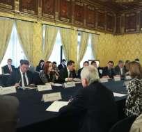 QUITO, Ecuador.- Cancilleres y ministros de Interior y de Defensa de Ecuador y Colombia se reúnen en Carondelet. Foto: Twitter