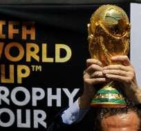 El trofeo de la Copa del Mundo se encuentra de gira a nivel mundial. Foto: Ulises RUIZ / AFP