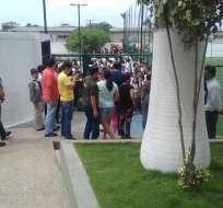 GUAYAQUIL, Ecuador.- Los estudiantes de las unidades Ecomundo y Delfos (foto) fueron evacuados por seguridad. Foto: Twitter