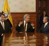 Los ministros Oswaldo Jarrín y Mauro Toscanini se reunieron al mediodía en Carondelet. Foto: API