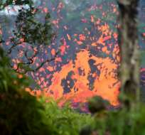 El lunes se reportaron dos nuevas fisuras en el suelo que arrojan lava y gases peligrosos. Foto: Archivo AFP