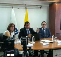 Leonardo Orlando, titular del SRI, durante rueda de prensa. Foto: Twitter SRI.