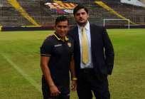 Aquiles Álvarez (d.) asegura que la visita de Ronald Fuentes es una falta de respeto. Foto: Tomada de @aquilesalvarez