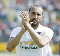 Hernán Barcos les dijo a los hinchas que permanezcan tranquilos sobre su permanencia en Liga de Quito. Foto: twitter