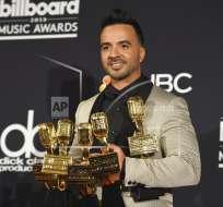 Luis Fonsi posa en la sala de prensa de los Premios Billboard en el MGM Grand Garden Arena de Las Vegas. Foto: AP