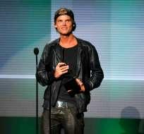 Aviccii recibe el premio al artista favorito de música dance electrónica en los American Music Awards en 2013. Foto: AP.