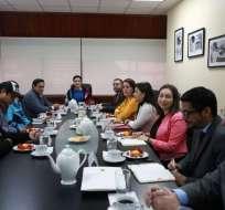 QUITO, Ecuador.- Los familiares de Óscar Villacís y Katty Velasco se reunieron con autoridades del Gobierno. Foto: Twitter