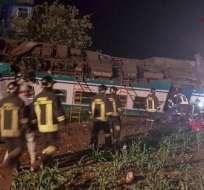 Los 3 vagones se salieron de las vías, según imágenes de cadenas de televisión. Foto: Twitter @BipPress