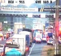 El conductor de la plataforma no se percató que en el carril contrario venía un camión. Foto: ECU-911