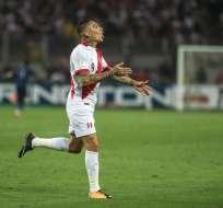 El delantero peruano tiene que cumplir una suspensión de 14 meses. Foto: Ernesto BENAVIDES / AFP