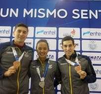 Los nadadores Miguel Armijos, Samantha Arévalo y Esteban Enderica obtuvieron sendas medallas en distintas pruebas. Foto: COE