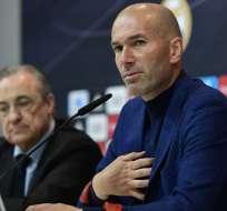 MADRID, España.- El estratega junto al presidente del club, Florentino Pérez, anunciaron en rueda de prensa su retiro. Foto: AFP