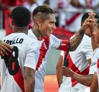 SAN GALO, Suiza.- Paolo Guerrero celebra junto a sus compañeros luego de anotar su segundo gol contra Arabia Saudíta. Foto: AFP