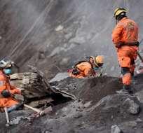 El volcán se mantiene activo tras la erupción del domingo. - Foto: AFP