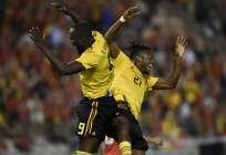 Romelu Lukaku (i.) hizo un 'doblete' y una asistencia. Foto: JOHN THYS / AFP