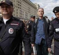 Peter Tatchell fue detenido por la policía rusa por protestar en la Plaza Roja. Foto: Maxim ZMEYEV / AFP