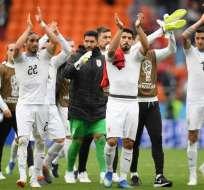 EKATERIMBURGO, Rusia.- La selección uruguaya tras su triunfo por la mínima diferencia sobre Egipto. Foto: Ecuavisa