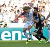 Lionel Messi (d.) falló un penal a los 64 minutos del partido. Foto: Juan Mabromata / AFP