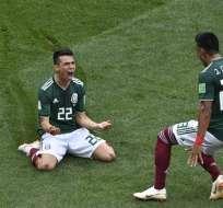 Hirving Lozano (piso) fue el autor del único gol del compromiso. Foto: Mladen ANTONOV / AFP