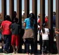EE.UU.- La controversia se vio alimentada por imágenes de las familias siendo retenidas en lugares divididos. Foto: Archivo