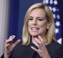 La funcionaria defiende la política de separar familias de emigrantes en la frontera sur de EE.UU. Foto: AFP