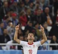 Los suizos remontaron el marcador y vencieron 2-1 a los serbios. Foto: Attila KISBENEDEK / AFP