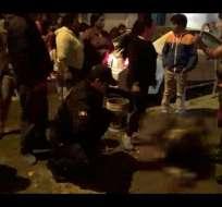 Perú: hombre rocía gasolina a mujer y le prende fuego.