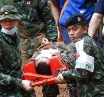 TAILANDIA.- Los socorristas permanecerán dentro de la cueva hasta que estén en mejores condiciones. Foto: AP