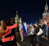 MOSCÚ, Rusia.- Cientos de hinchas en la capital del país lamentaron la eliminación de su selección. Foto: AFP