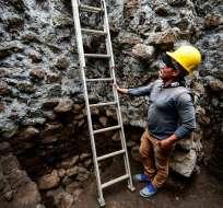 También fueron encontrados restos de cerámica y de un incensario de la cultura tlahuica. - Foto: AFP