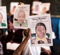 Todo el país se puso a homenajear a Mandela con espectáculos y exposiciones. Foto: AFP