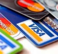 La policía señaló que durante la captura encontraron 65 tarjetas de crédito y débito. - Foto: rpp.pe