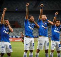 BELO HORIZONTE, Brasil.- Hernán Barcos celebrando a su manera, junto a sus compañeros del Cruzeiro. Foto: @Cruzeiro