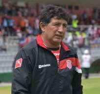El entrenador ecuatoriano solo obtuvo 3 victorias al mando del 'Rodillo rojo'. Foto: API