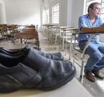 El arreglo de su calzado le costaba en Venezuela cuatro veces su sueldo. Foto: AFP