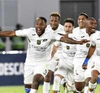 COCHABAMBA, Bolivia.- Los jugadores del Deportivo Cuenca celebran luego del triunfo sobre Wilstermann. Foto: AFP