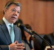 En tres días, Santos le entregará los poderes a Iván Duque, con una paz a medias. Foto: AFP